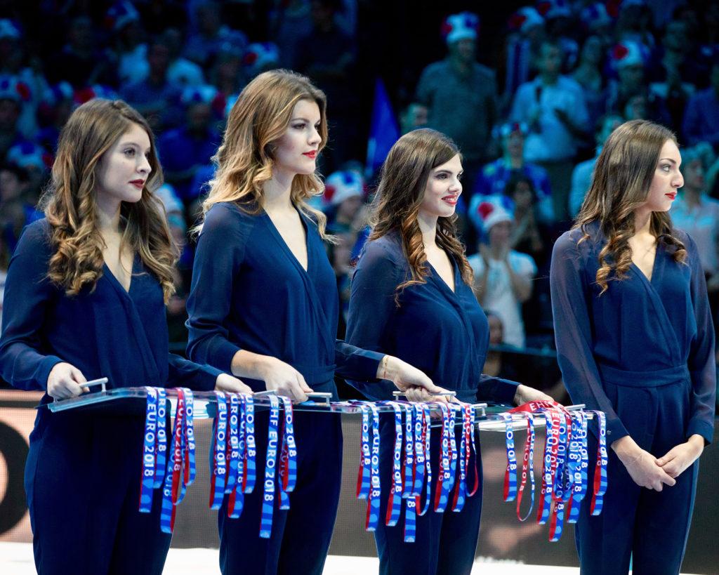 hôtesses remise médailles handball
